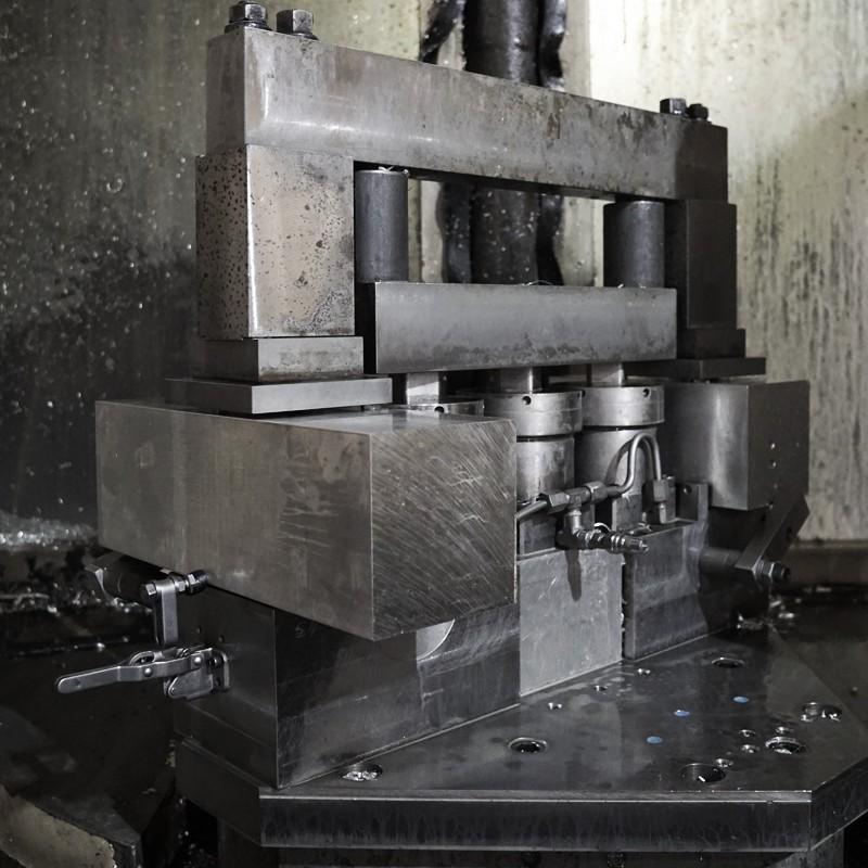 custom-hydraulic-fixtures3